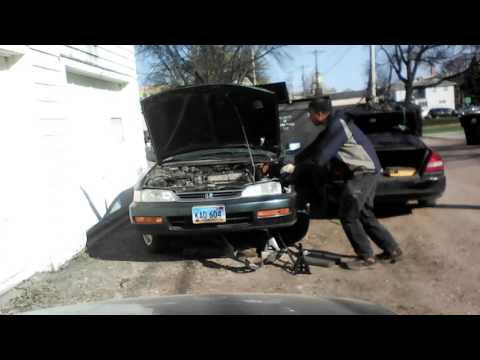 Replacement of a Timing Belt on a Honda Accord 1997 (Part 1)
