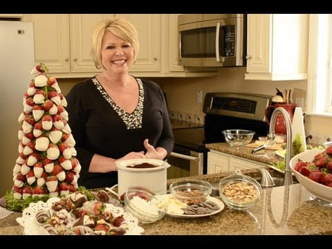 How to make an edible Christmas tree using strawberries