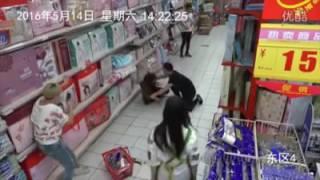 Download Видео с камер, шок запись , в девушку вошел джинн ( сатана, шайтан) вселился бес. ужас просто . Video