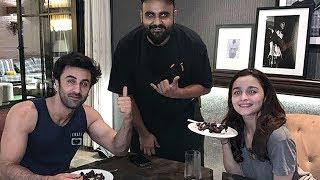 Ranbir Kapoor Alia Bhatt ROMANTIC Valentines Dinner Date PICTURE Out