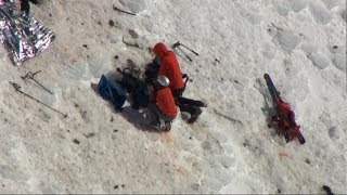 Dual daring rescue attempts atop Mount Hood in Oregon