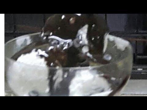 Vanilla  ice cream  with chocolate  sauce/ no machine/English subtitle