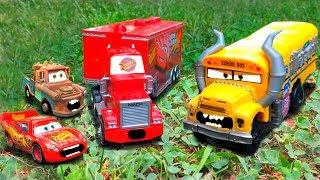 Disney Pixar Cars Red Mack Hauler Saves Miss Fritter On Fire Dreams Lightning McQueen & Mater Scared