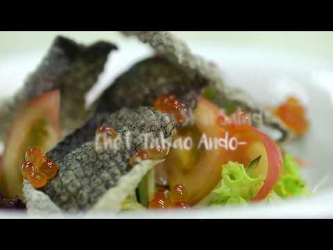 Healthy Bites: Crispy Salmon Skin Salad
