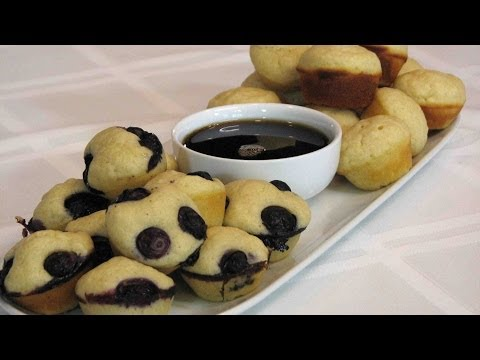 Pancake Mini-Muffins -- Lynn's Recipes