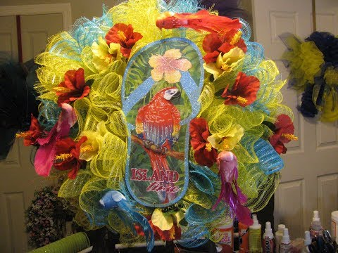 How To Make a Parrot Flip Flop Wreath!