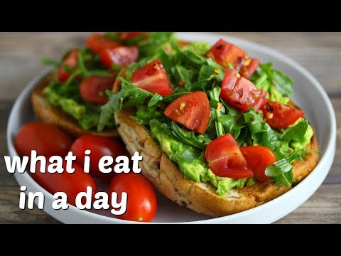 What I Eat in a Day ( Easy + Vegan ) // Chicken Pot Pie