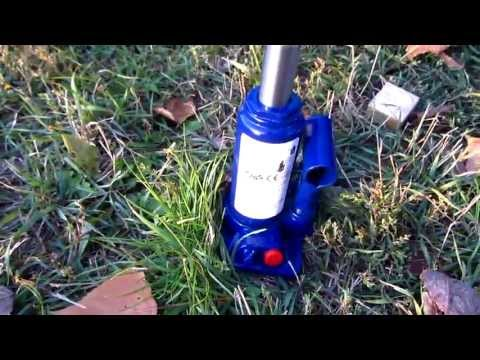 How to lift a car with a Hydraulic Jack