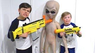 nerf battle aliens vs fortnite blasters - king kousky fortnite