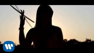 Laura Pausini - Es La Musica (Official Video)