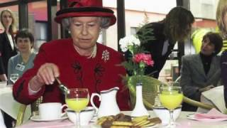 Present Simple - The Daily Routine of the Queen