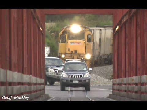 Train close call on road and rail bridge in New Zealand
