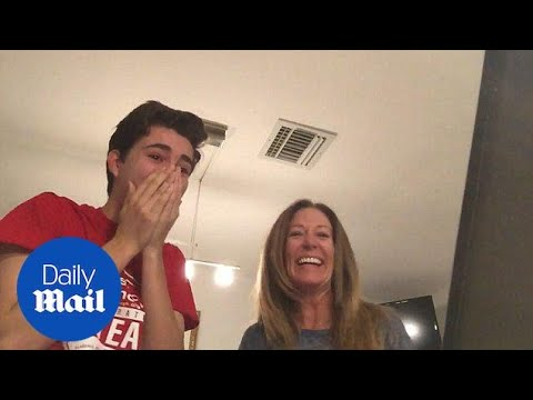 Kid and mom get hysterical when he's accepted by college - Daily Mail