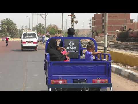 driving from Aswan to Daraw behind a tuk tuk