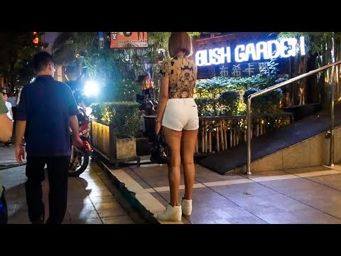 Sukhumvit Road Night Walk - Bangkok, Thailand 2018