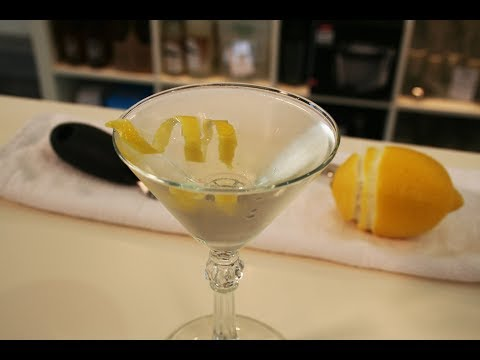 Perfect Gin Martini: Stirred not Shaken