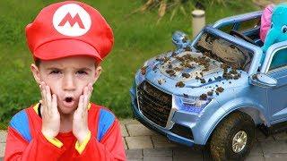 Download Максим играет в автомойку с игрушками для чистки Video