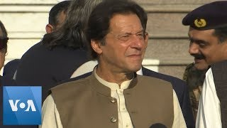 Imran Khan Joins Human Chain to Express Solidarity with Kashmir