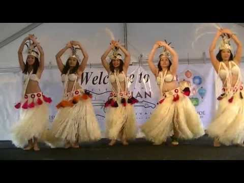 Grass skirt Hula dance from Tahiti -- watch the hips
