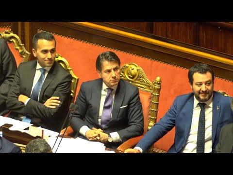 """Governo Conte, Renzi attacca Di Maio e Salvini: """"Non avete più alibi"""". Loro restano impassibili"""