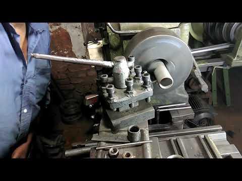 Threading on lathe machine pipe threading