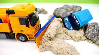 Helper Cars for Kids & Toy Vehicles for Kids Repair the Road: Hey Tayo the Little Bus & Toy Cars