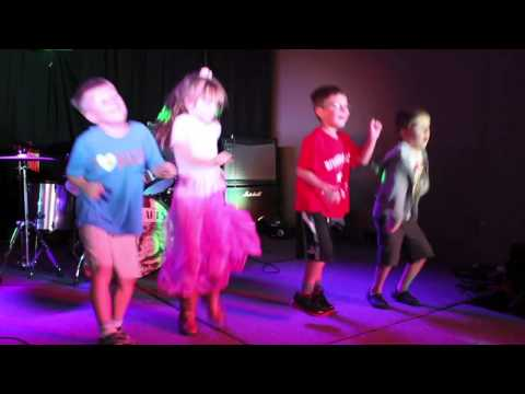Little Rockers the 'Rock Dogs' perform Dynamite - PartyRockAnthem