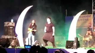 Sonu Nigam singing and dancing at Kalyani Central Park book fair