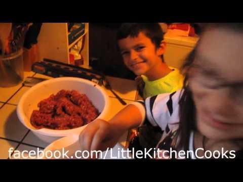 Little Kitchen Cooks Ep 1 - Bacon Deer Burgers