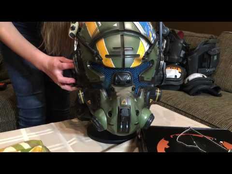 Unboxing Titanfall 2 Vanguard SRS Collectors Edition Helmet (part 2)