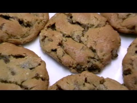 HOW TO MAKE CHOCOLATE CHIP & PEANUT BUTTER COOKIES - No Flour!