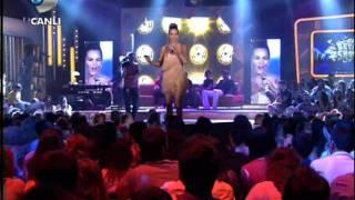 Bengü - Saat Üç { Beyaz Show } 17.06.2011