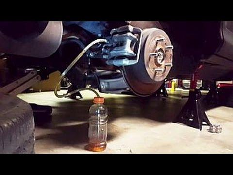 Gen4 (2012+) Honda CRV brake fluid flush (1 person method)