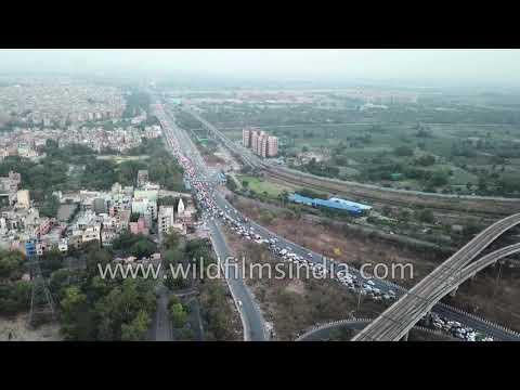 Delhi Metro and road traffic: Laxmi Nagar, Yamuna Bank & Akshardham Metro Stations in a single frame