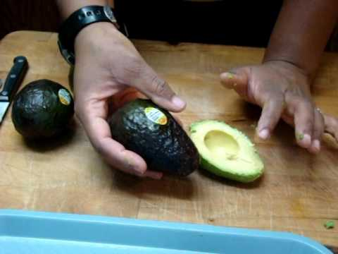 60 Avocado, cutting & spooning out with knife and spoon, slicing & lemon juice tips n Tricks