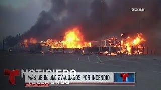 Más de 80 mil evacuados por incendio en California | Noticiero | Noticias Telemundo