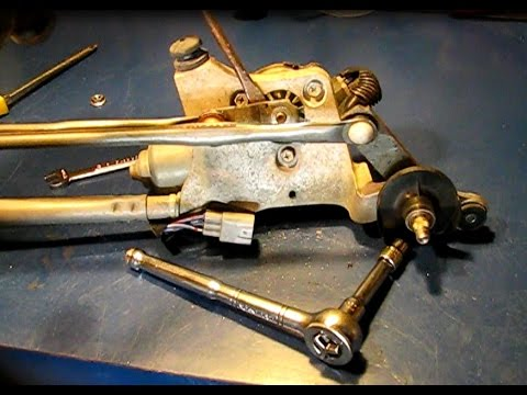 How to replace the wiper motor in a Toyota Corolla, Yaris and more 2009-2013