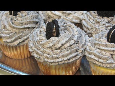 Oreo Cupcakes With Oreo Buttercream -- Lynn's Recipes