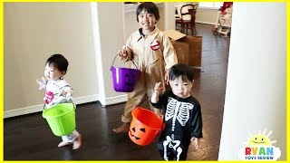 Ryan and twins goes Trick or Treating for Halloween with Candy Haul