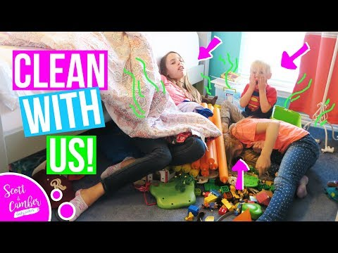 CLEANING OUR DIRTY BEDROOM FOR THE FIRST TIME IN MONTHS!