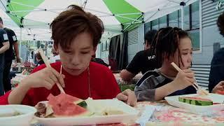 "#BOYSTORY# MV花絮继续!BOY STORY班下课啦!一个小把戏大家就能玩起来!老小真是行走中的睡神😴PS:谁能给我解释一下什么叫""专业家常菜""😝"