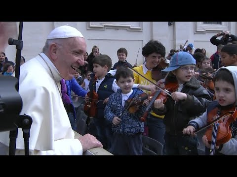 Pope Francis: teach children how to correctly make the sign of the Cross