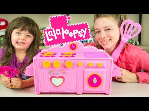 Lalaloopsy Baking Oven Toy Review by Kinder Playtime!