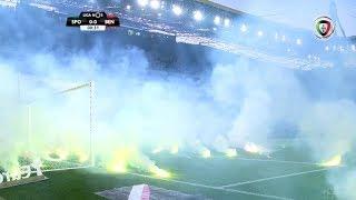 Sporting - Benfica (Liga 33ªJ): Claque leonina atira tochas para o relvado