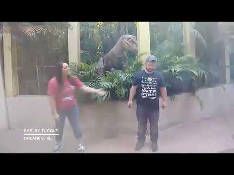 171223187 Lifelike Raptor Scares Mom At Theme Park