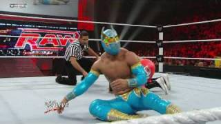 Raw: Sin Cara vs. Primo