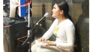 Amazing Voice of A Blind Singer Singing A Beautiful Song, Blind woman