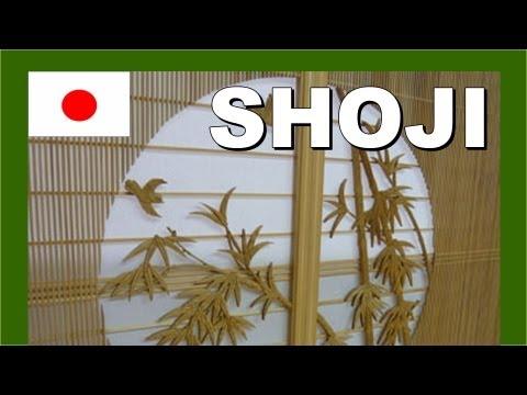 Japanese shoji screen exhibit - Walking in Japan 日本の障子スクリーン展示 - 日本のモンスター