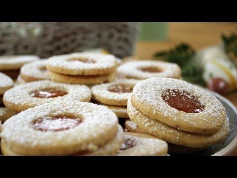 Easy Homemade Linzer Cookies (Linzerkarika)