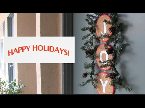 Christmas Decorating Ideas - front door wreath